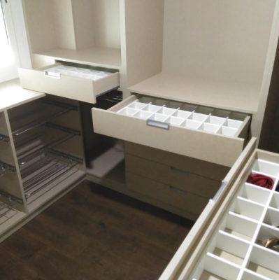 Distribuir los armarios a medida para ganar orden y espacio