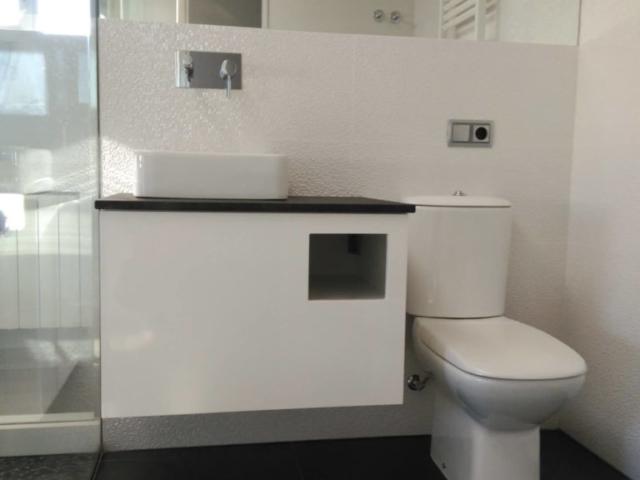 Mueble de ba o suspendido lacado en blanco - Mueble lacado blanco ...