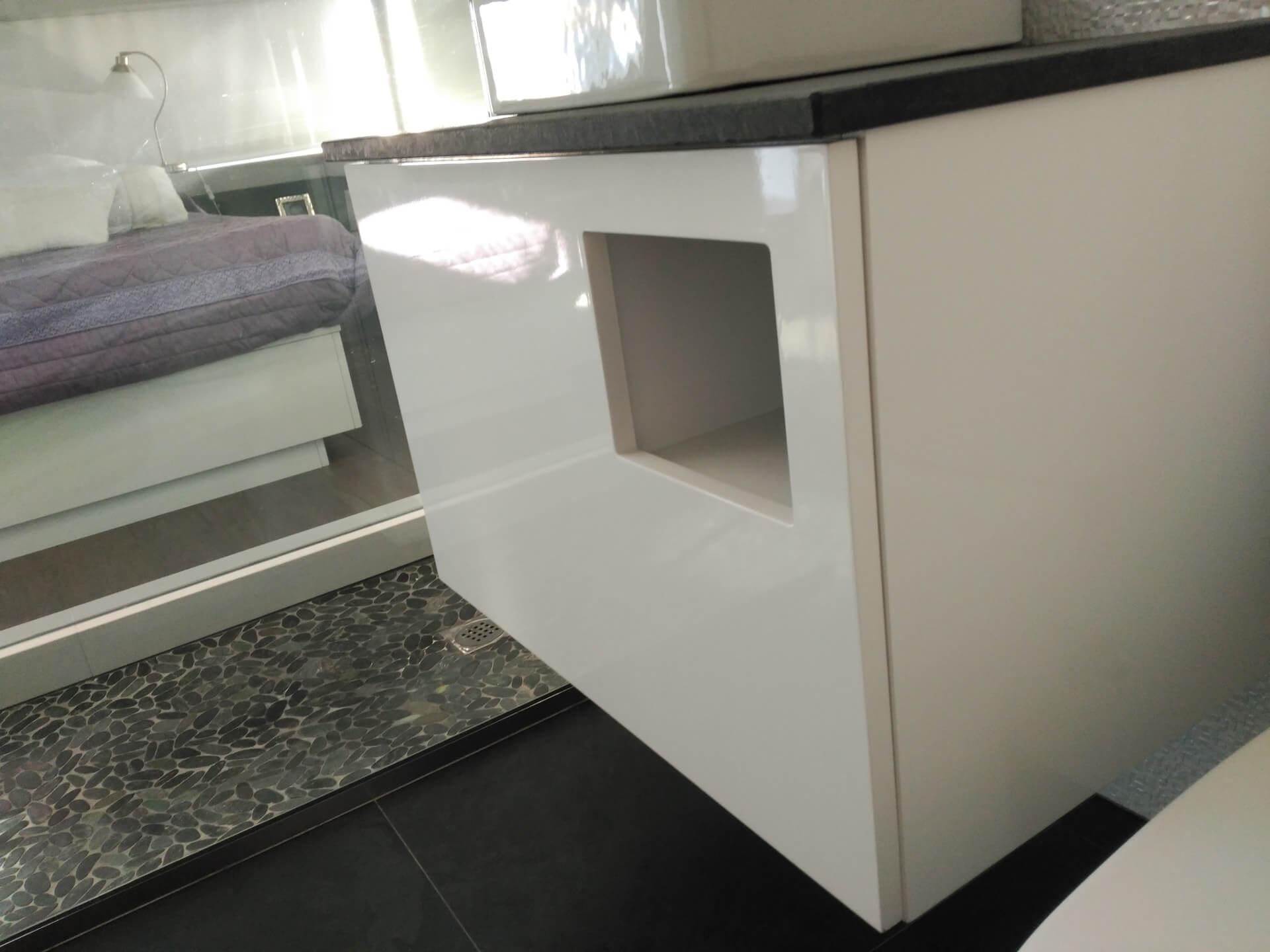 Mueble de baño suspendido lacado en blanco
